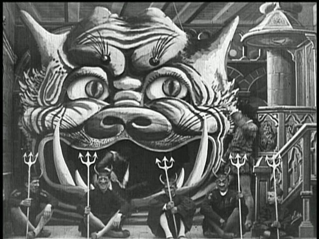 Храм, превращенный в демоническую обитель – кадр из фильма «Дьявол в монастыре» Жоржа Мельеса