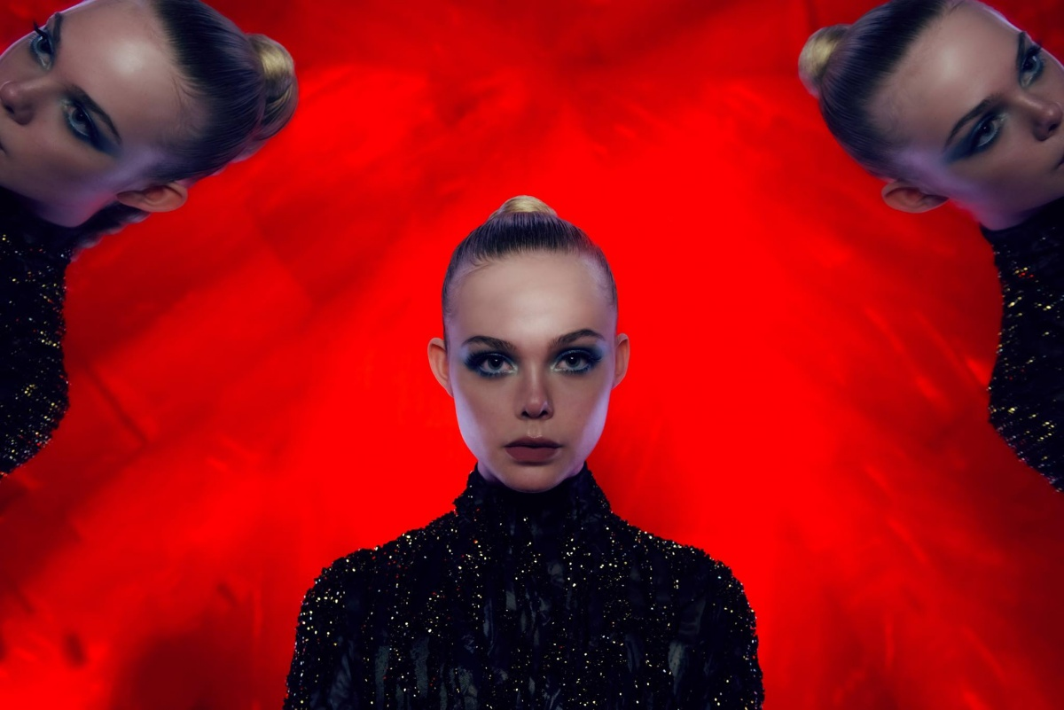 Неоновый демон