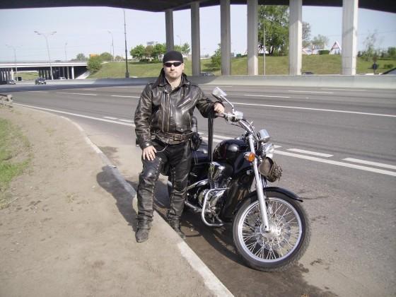 Это - байкер Алексанлр Варго.