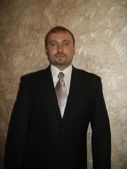 А это Александр Варго - госслужащий.